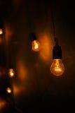 Glühlampen in einem modernen Studio Edison-Lampe Stockbild