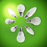 Glühlampen LED in einem Kreis mit einer glühenden Birne Lizenzfreie Stockfotografie