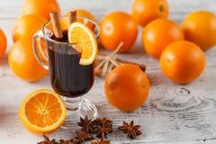 Glühwein mit Orangen Lizenzfreie Stockfotografie