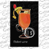 Glühwein mit Preis auf Kreidebrett Schablonenelemente für Cocktailbar Stockfoto