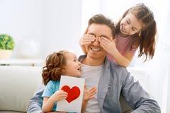 Gl?cklicher Vater ` s Tag lizenzfreie stockbilder