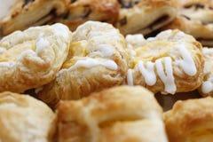 Glaçage du pain frais Photo stock