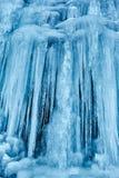 Glaçons d'une cascade congelée Image stock