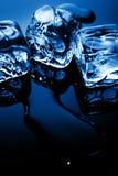 Glaçons dans la lumière bleue Image stock