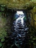 Glaçons et courant dans le tunnel Photos stock