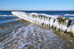 Glacé au-dessus du brise-lames Photo libre de droits