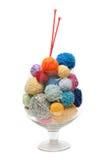 Glace avec la bille pour le tricotage Photos stock