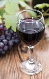 Glace avec le vin rouge Image libre de droits
