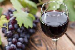 Glace avec le vin rouge Photos libres de droits