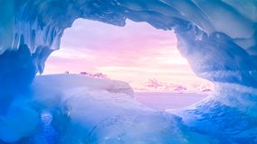 glace bleue de caverne banque de vidéos