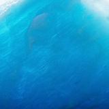 Glace bleue inclinée Images stock
