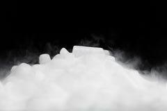 Glace carbonique avec de la vapeur images libres de droits