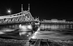 Glace circulant sur la rivière Danube images stock