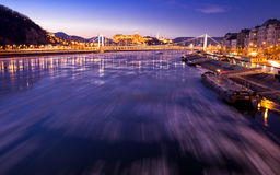 Glace circulant sur la rivière Danube photographie stock libre de droits