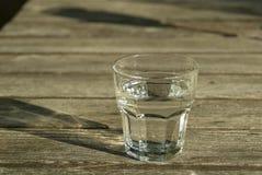 Glace claire froide de l'eau Image stock