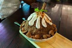 Glace complétée avec du chocolat fait à la maison photo stock