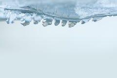 Glace congelée avec la vue de macro de cristaux de glaçons copiez l'espace, le foyer mou, profondeur de champ Photographie stock libre de droits