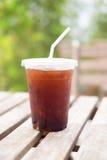 Glace d'americano avec la boutique de café de café Image stock