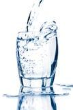 glace d'isolement éclaboussant l'eau image libre de droits