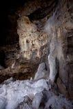 Glace dans la caverne Pobeda de karst images libres de droits