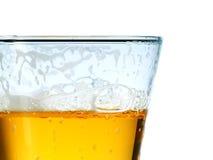 Glace de bière blonde froide Photographie stock libre de droits