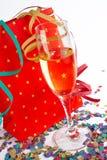 Glace de Champagne avec le sac à provisions rouge Photos libres de droits