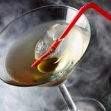 Glace de cocktail avec l'olive Images libres de droits