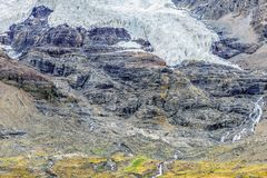 Glace de fonte sur le dessus de montagne Photos stock