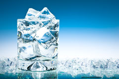 Glace de l'eau glacée Photographie stock libre de droits