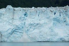 Glace de vêlage sur le glacier de Meares Images libres de droits