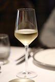 Glace de vin blanc effrayant Photographie stock libre de droits