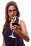 Glace de vin d'eith de femme h Images stock