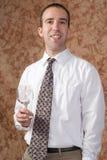 Glace de vin de fixation d'homme d'affaires Photographie stock libre de droits