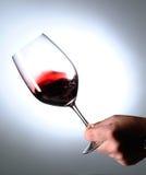 Glace de vin de petit morceau de main Images libres de droits