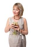 Glace de vin de sourire de fixation de femme image libre de droits