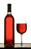 Glace de vin rouge avec la bouteille de vin Image libre de droits