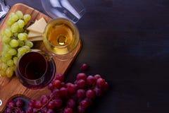 Glace de vin rouge et blanc Photographie stock libre de droits