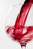 Glace de vin rouge sur le fond blanc Photographie stock libre de droits