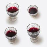 Glace de vin rouge sur le fond blanc Image libre de droits