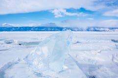 Glace du lac Baïkal photographie stock libre de droits