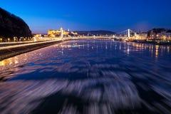 Glace entrant sur la rivière Danube à Budapest photographie stock