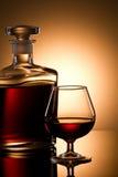 Glace et bouteille de cognac Photos stock
