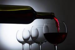 Glace et bouteille de vin rouge photos stock