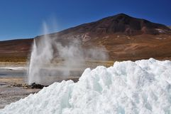 Glace et geysir Photographie stock