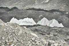 Glace et pierres de vallée profonde de glacier de Khumbu de camp de base d'Everest, Himalaya nepal Images libres de droits