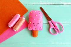 Glace faite main de feutre, jouet de nourriture de feutre Projet de métier de textile d'été Métiers d'été pour des enfants photographie stock