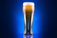 Glace givrée de bière blonde Photographie stock