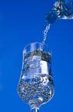 Glace pleuvante à torrents de l'eau image libre de droits