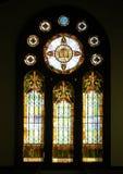 Glace souillée d'église historique Photographie stock