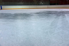 Glace sur la piste d'hockey Photos libres de droits